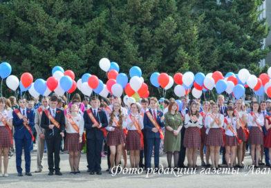 Фоторепортаж с празднования последнего звонка в Усть-Пристани