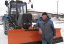 Усть-Пристанский район для борьбы со снегом получил новый трактор