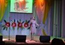 Песня «Тальяночка» в исполнении Оксаны Плотниковой на праздничном концерте ко Дню Победы в Усть-Пристани (видео)