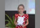 Настя Седых из Романова читает авторское стихотворение землячки Софии Черновой